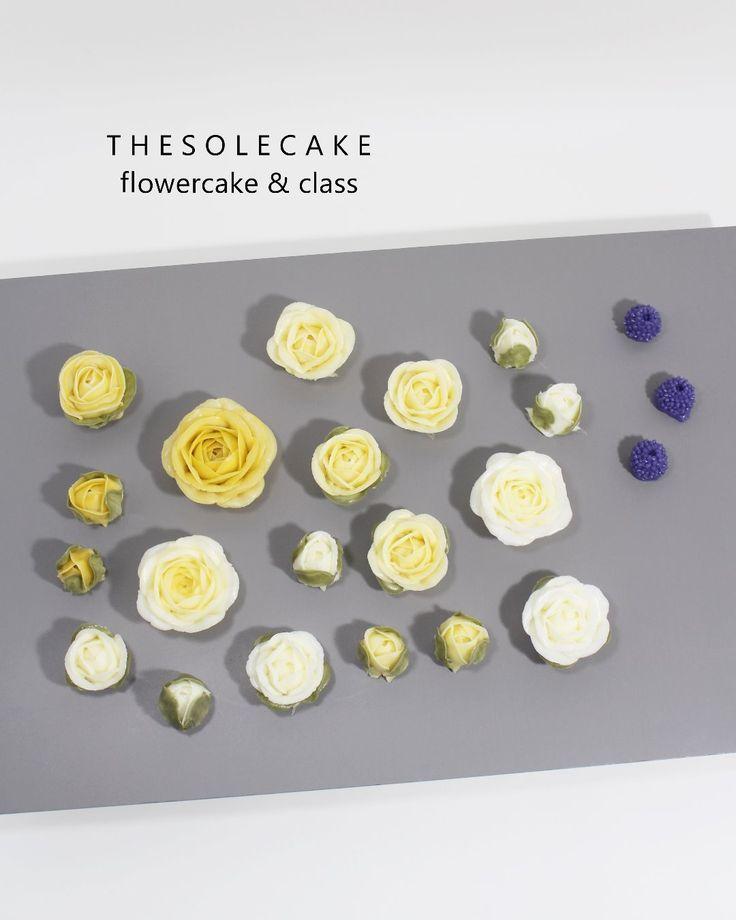 <thesole's flower> Rose & Berry  추위야 얼른 물럿거라.... - Made by inyeong  #cake#cakedesign#flower#creamflower#buttercream#creamcake#koreanflowercake#koreanbuttercreamcake#thesolecake#class#privatelesson#instaflower#baking#더쏠케이크#클래스#버터크림케이크#버터크림플라워케이크#크림꽃#버터크림#인스타꽃#베이킹#웨딩#선물#생일#수제케이크