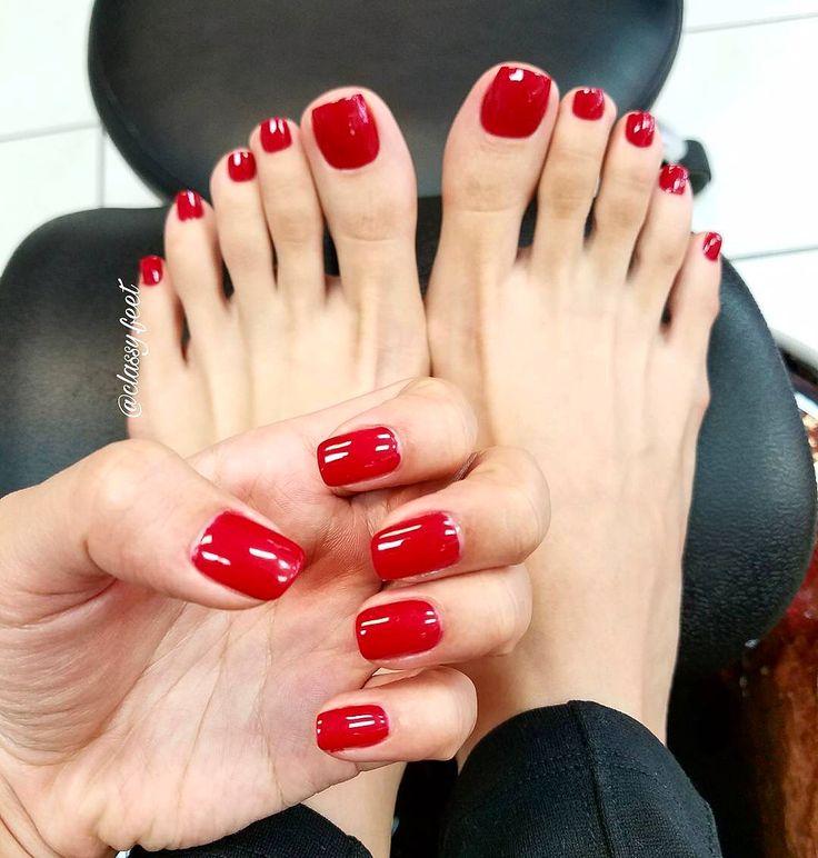 Swipe👉🏾💅🏼👣🔥 Poppin, gorgeous red toes & flip flops 😍❤️👣 @classy.feet #feet #footfetishgroup #footfetishnation #footfetishcommunity #footgoddess #footqueen #toes #pes #footmodel #ilovemyfeet #piesitos #instafetish #feetofinstagram #mytoes #myfeet #cutetoes #cutefeet #pies #prettyfeet #prettytoes #teamprettyfeet #beautifulfeet #beautifultoes #longtoes #feetofig #footjob #footfetishgang #pedicure