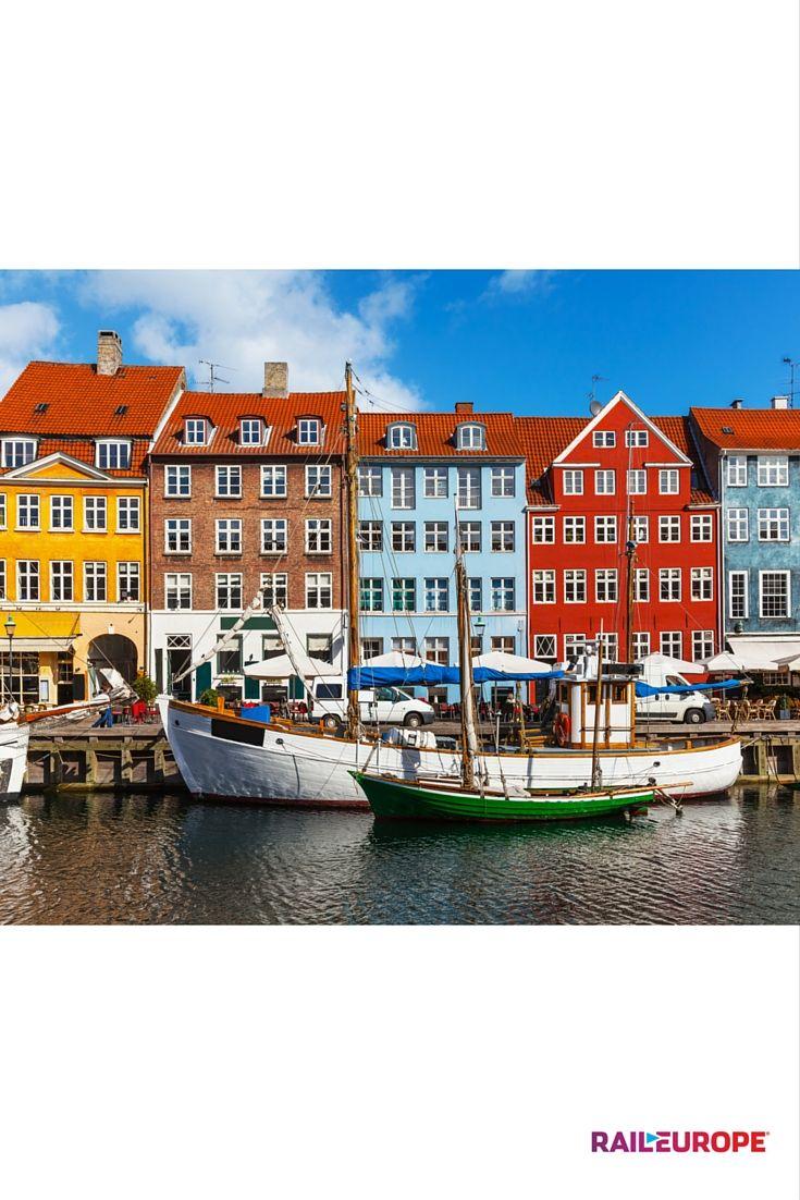 Copenhague é a capital da Dinamarca e cheia de casas coloridas e uma das populações mais felizes do mundo! Você pode usar o Eurail Scandinavia Pass para viajar de Copenhague a outras partes da Dinamarca, Noruega e Suécia.