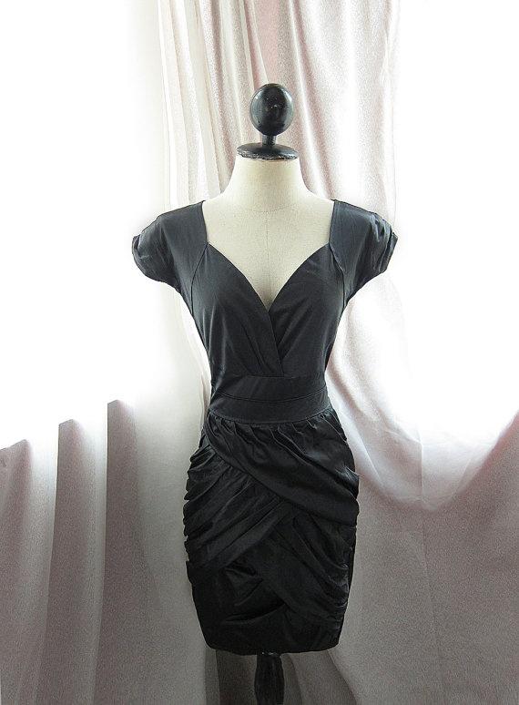 sleek and classy LBD.Neck Hepburn, Gathering Sweetheart, Dresses Envy, Hepburn 1930S, Marilyn Monroe, Monroe Ruched, Fashion Boardwalk, Ruched Gathering, Black Marilyn