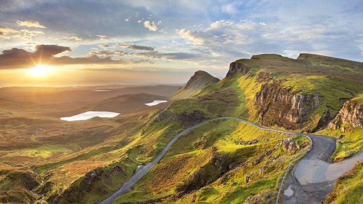 Schotland ligt niet ver weg, maar is toch een compleet andere wereld: glooiende heuvels, diepe lochs, woeste rotsen en vervallen kastelen maken de Schotse natuur een sprookjeslandschap uit de legendes. Ga op onderzoek uit...