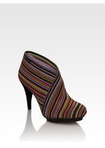 Обувной интернет-магазин Shoes.ru и сеть магазинов Обувь XXI века в Москве, Санкт-Петербурге, Петрозаводске.