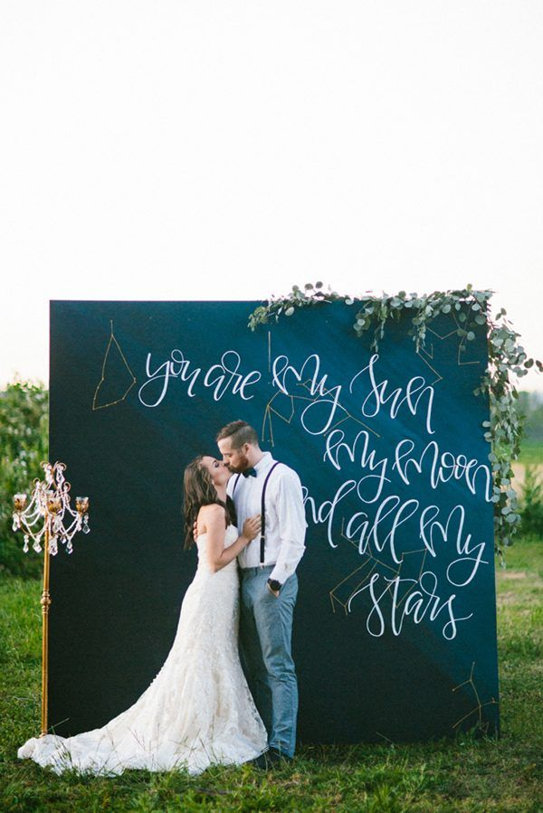 star-themed wedding ideas - photo by Dawn Photography http://ruffledblog.com/20-ceremony-backdrops-for-tears-of-joy/