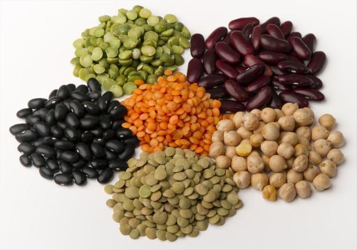 Jsou luštěniny zdravé? Luštěniny (semena rostlin v luscích) jsou považovány za potraviny, které dodávají tělu sílu, mají vysoký obsah vlákniny a bílkovin pomáhají dobře nasytit tělo. Navíc jsou dietním jídlem.