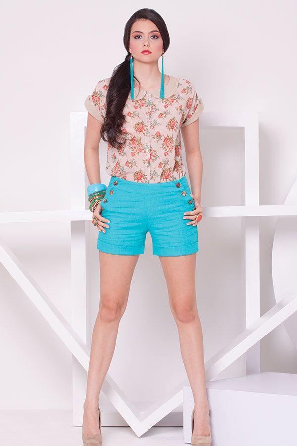 Blusa de flores de Chiffon con cuello bebe y short alto de lino botones laterales.  ZOCCA'S NEW COLLECTION !!! Encuentranos en nuestra tienda en linea . Ingresa a www.zocca.com.co . #clothing #fashion #eshop #tiendaenlinea #blusasdemoda #shortsdemoda