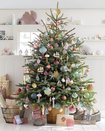 Marta's handmade holiday BEACH themed tree...lotsa diys for beautiful ornaments. I am doing a beach theme for my smaller (2nd) tree this year!!!