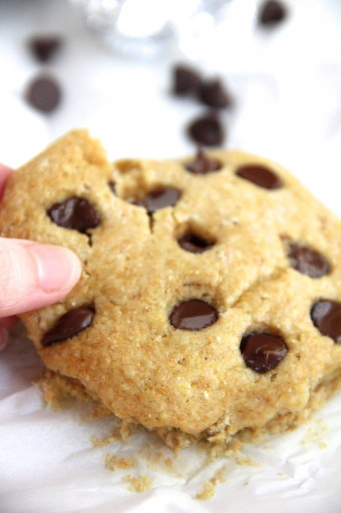 GIANT 100 CALORIE COOKIE. So good and incredibly easy to make!!
