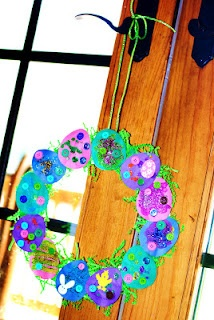 Easter wreath craft! for Elli?: Holiday, Easter Crafts, Easter Wreaths, Easter Eggs, Kid Crafts, Egg Wreath