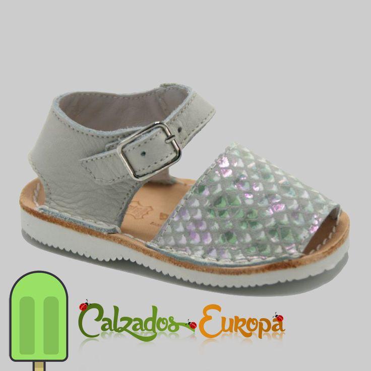 Menorquina bebé reptil beige, desde 32€ que son muy ⬆  ¡Últimos artículos en inventario!  https://www.calzadoseuropa.es/botas-sandalias/menorquina-bebe-reptil-beig-55077.html