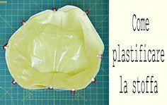 Plastificare la stoffa è un sistema molto utile per avere a disposizione per i nostri lavori di cucito, della stoffa plastificata nei colori che vogliamo.