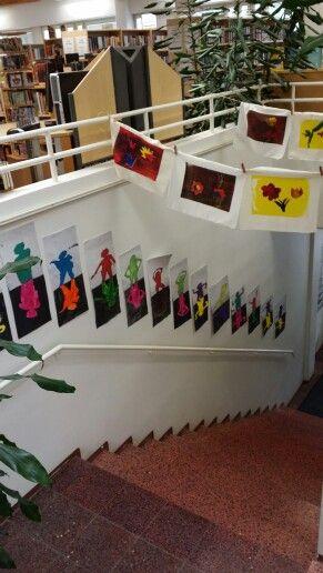 Askolan kuvataidekoulun työnäyttelystä 2015- kirjasto kukkii lasten taidetta.