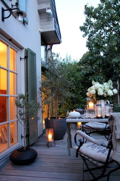 Spätsommerabend gestern genutzt, Tags Terrasse + Wintergarten + Abendstimmung + Holzdeck + Olivenbaum