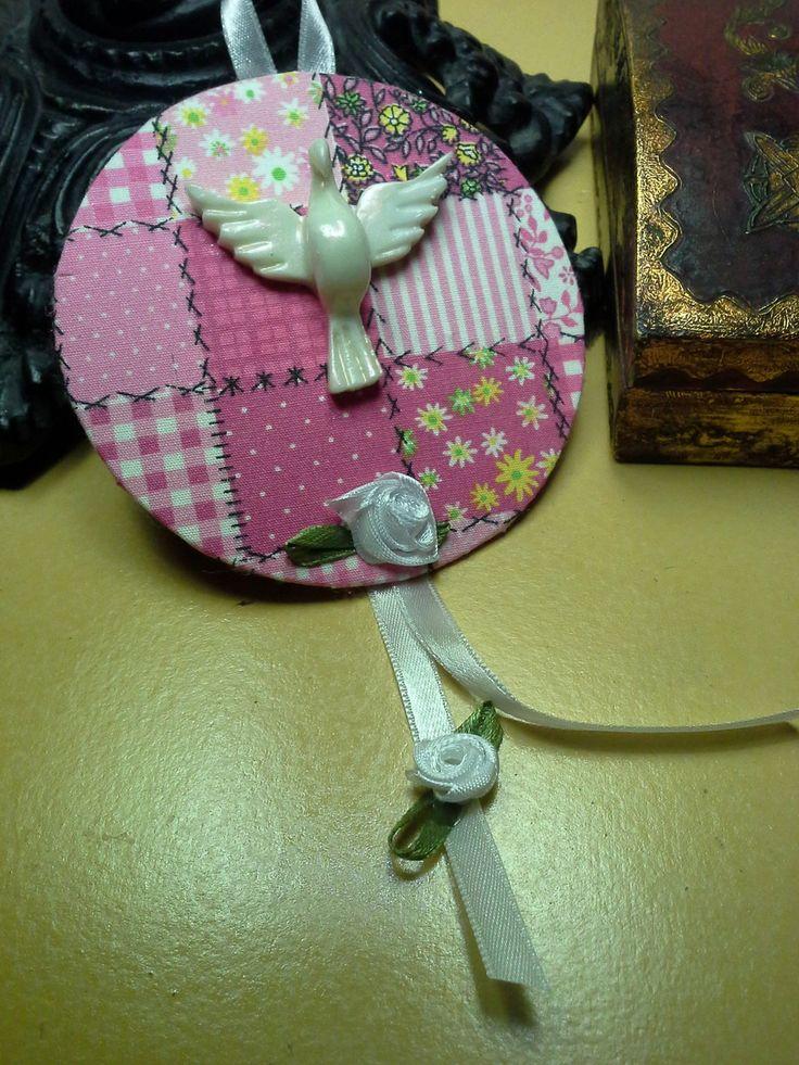Mini mandala do Divino com 9 cm de diâmetro <br>Oração atrás <br> <br>Base em papelão rígido , trabalhado em tecido, fita e flores