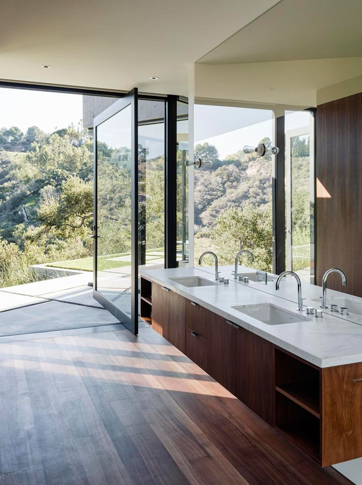 A Home Of Glass And Concrete With Canyon Views/ studio Walker Workshop
