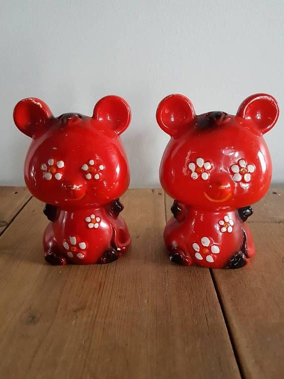 Check out this item in my Etsy shop https://www.etsy.com/au/listing/555430777/retro-flower-power-red-teddy-bears-salt
