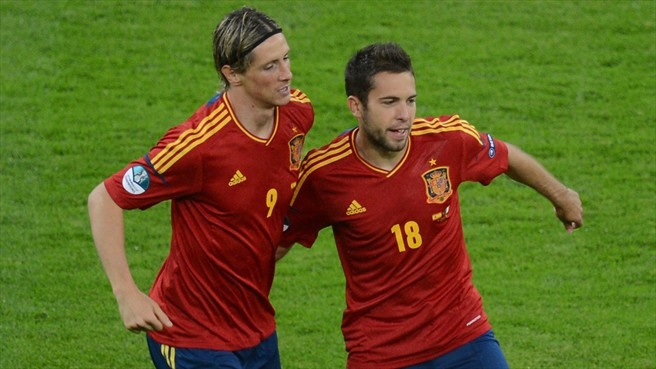 Fernando Torres is congratulated by #JordiAlba after breaking the deadlock early on