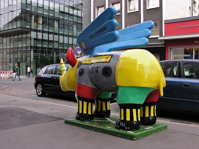 Das alte Radio-91.2-Nashorn an seinem ersten Standort in der Stadt. Rhino Art - Dortmund,Deutschland. These are everywhere... and no one knows why!  @Megan Fowkes
