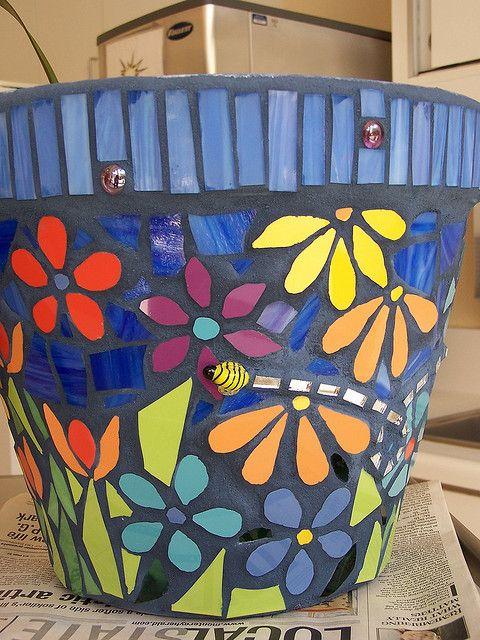 Colorful #mosaic #pot                                                                                                                                                     Más