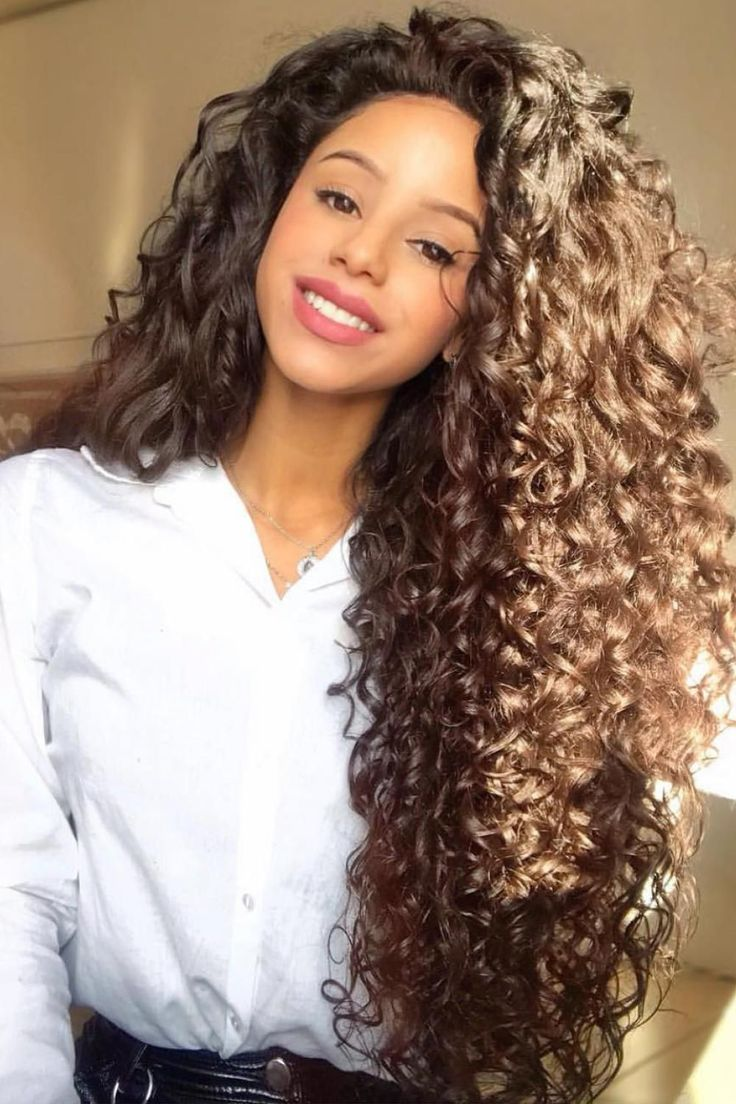 Hair trends that succeed are those   Long hair styles, Curly hair ...