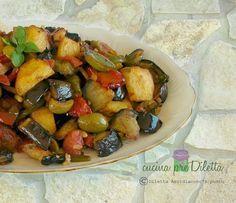 La mia amica-cugina Federica, che è bolognese ma ha un cuore siciliano, mi ha chiesto la ricetta della caponata siciliana. Premetto che esistono diverse ...