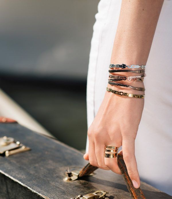 collection de bracelets de Mya Bay