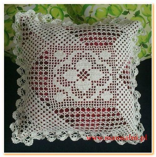 Ozdobna poduszka z szydelkowa koronka (1)
