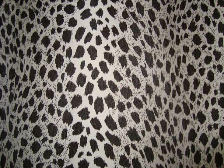 zwart wit luipaardprint dierenhuid vinyl behang voelt als een vacht 126