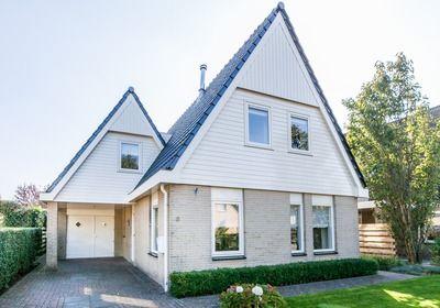 Mooie vrijstaande, licht woning te koop aan de Fluessenstraat in Lemmer. Fluessenstraat 6 - Lemmer.  Bekijk ons volledige aanbod op www.kingmawalinga.nl