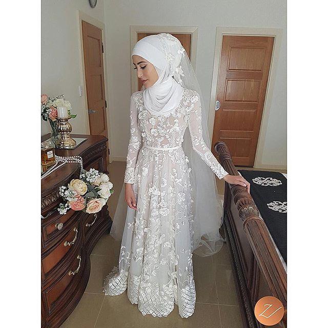 More of my beautiful bride, Sarah. Will post close ups shortly. X #veiledbyzara  Makeup: @ebrukaracaylimakeup  Dress: @leahdagloria