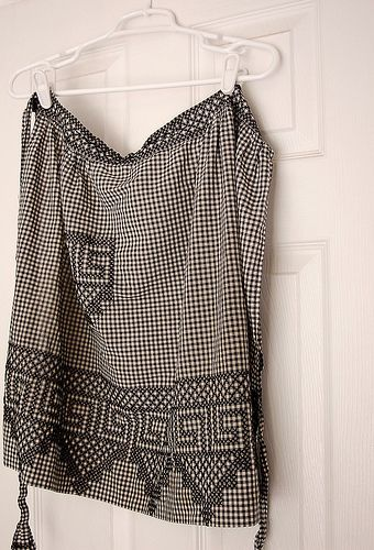 Chicken Scratch Apron | Flickr - Photo Sharing! No instructions for this but it is just cross stitch and you can go back and forth row by row....  Very effective
