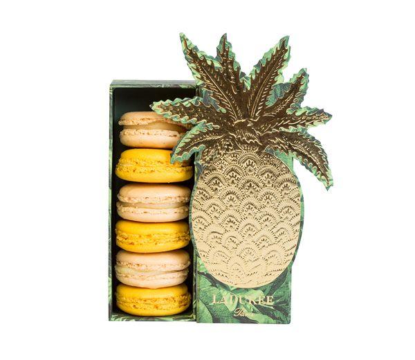 Macarons rhum-vanille et macarons ananas dans un coffret brillant… Ladurée nous emmène passer les fêtes sous les tropiques.  Prix : 18,50 € le coffret Exotique de 6 macarons.