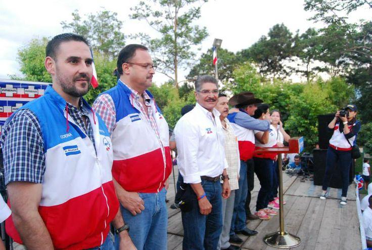 Norman Quijano futuro presidente de El Salvador en su visita a Ahuachapán.