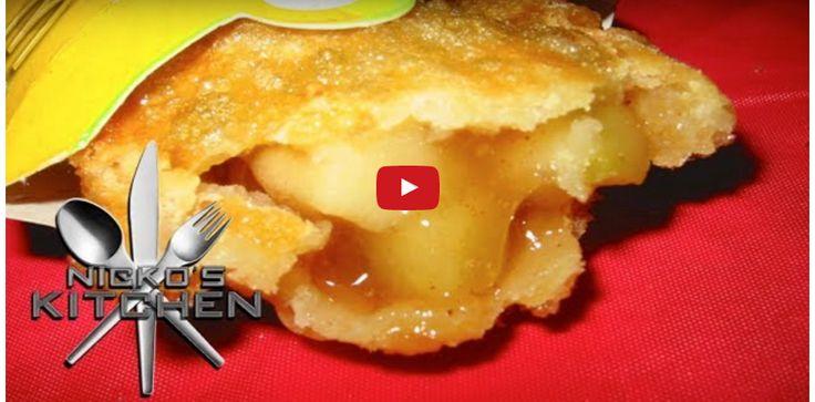 A nagyi almás pitéjéhez nem hasonlítható, de nagyon finom! A töltelék hihetetlenül finom! Hozzávalók: 1 csomag leveles tészta 2 édesebb alma 1 teáskanál őrölt fahéj negyed teáskanál őrölt szegfűszeg 60 ml almaecet olaj a sütéshez Elkészítése: Az almát meghámozzuk és felkockázzuk, egy edénybe tesszük. A fahéjt és a szegfűszeget hozzáadjuk[...]