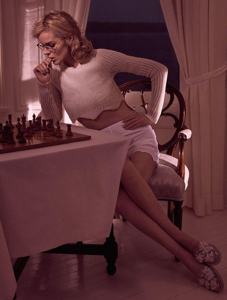 Ева Герцигова в мартовском Vogue Paris