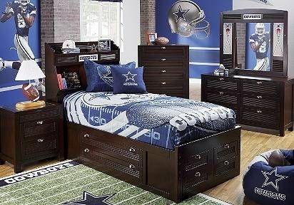 cowboy football bedrooms   Bedroom decked out in Dallas Cowboy gear