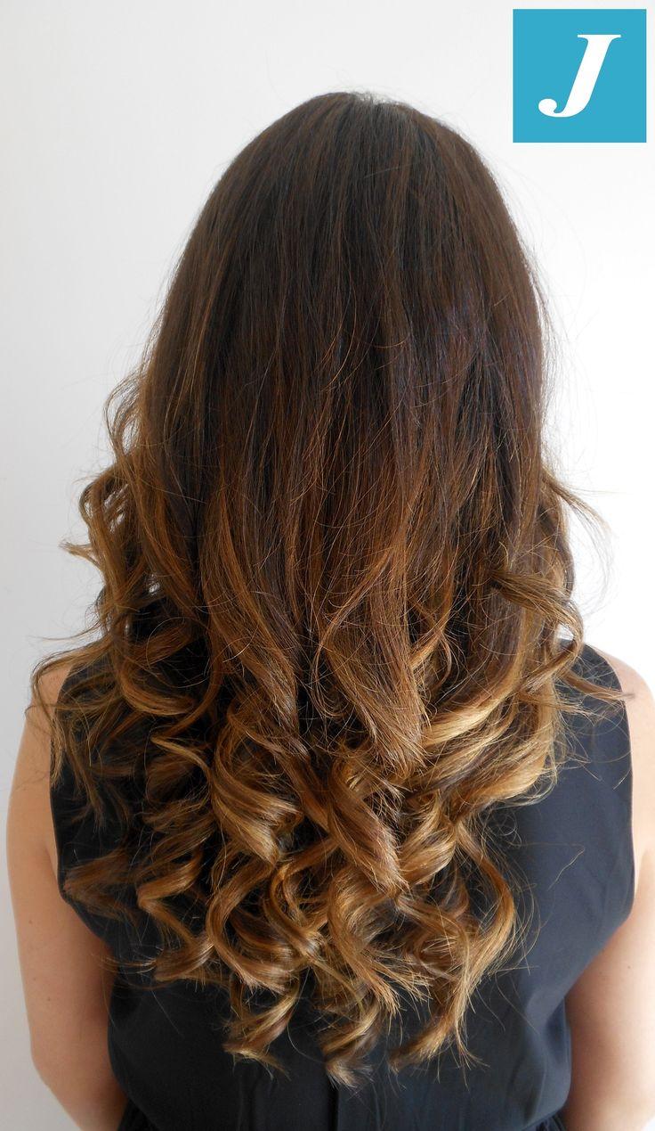 Anche per chi non ha mai colorato i suoi capelli, il #Degradè #Joelle è la soluzione migliore!!   Sfumature #naturali, leggermente #dorate per Laura...    by Centro Degradè Joelle Sforzacosta