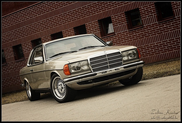 1985 Mercedes-Benz W123 Coupe