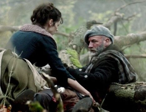 "Graham McTavish and Caitriona Balfe in Outlander on Starz | Episode 104 ""The Gathering"" via http://www.springfieldspringfield.co.uk/view-screencaps.php?tv-show=outlander-2014&episode=s01e04"