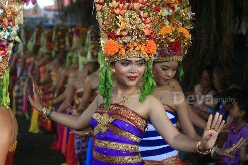 Rejang dance, Karangasem, Bali. Photograph by deva pradyana: