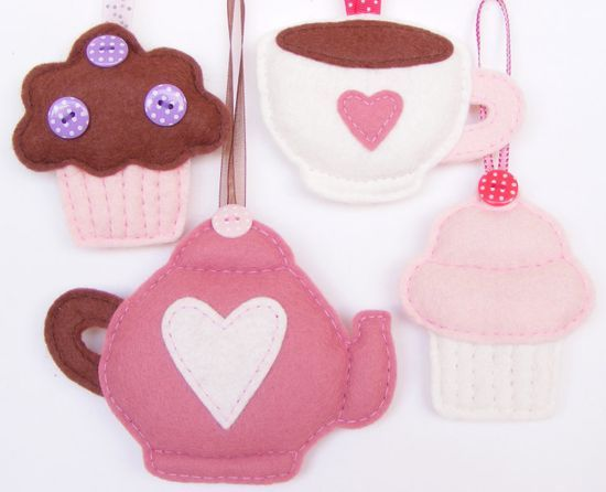 Juego de te, tetera, taza, y pankesitos en fieltro - PDF pattern - Set of four felt ornaments - teapot, teacup, muffin and cupcake - DIY felt decorations, Xmas or Valentine's ornaments,. $7.00, via | http://stuffedanimals243.blogspot.com