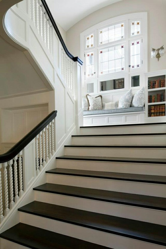 Awesome landing and gorgeous wide staircase. So pretty, don't even know why you'd keep goin' up : )