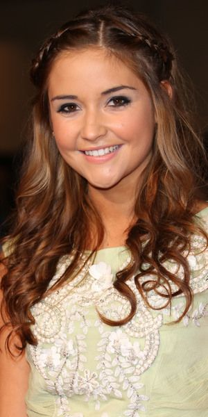 """""""Best Newcomer"""" At the 2014 National Television Awards, Jacqueline Jossa keeps it casual with plaits and waves"""