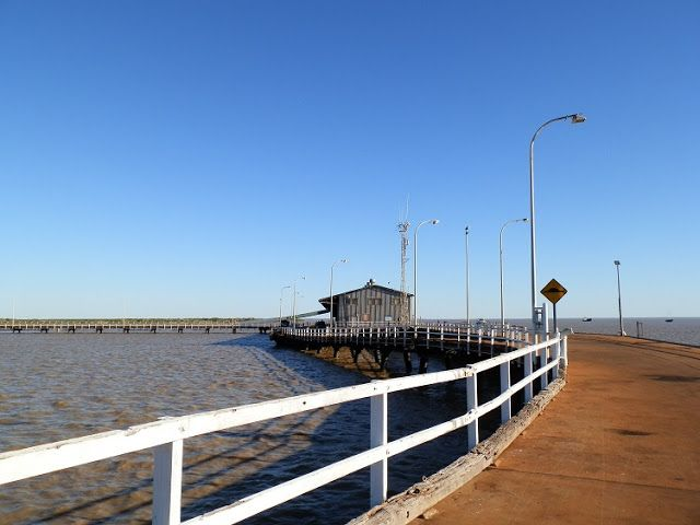 At HIGH tide, Derby Jetty is close to the water!  When the tide goes out it's a LONG way down!