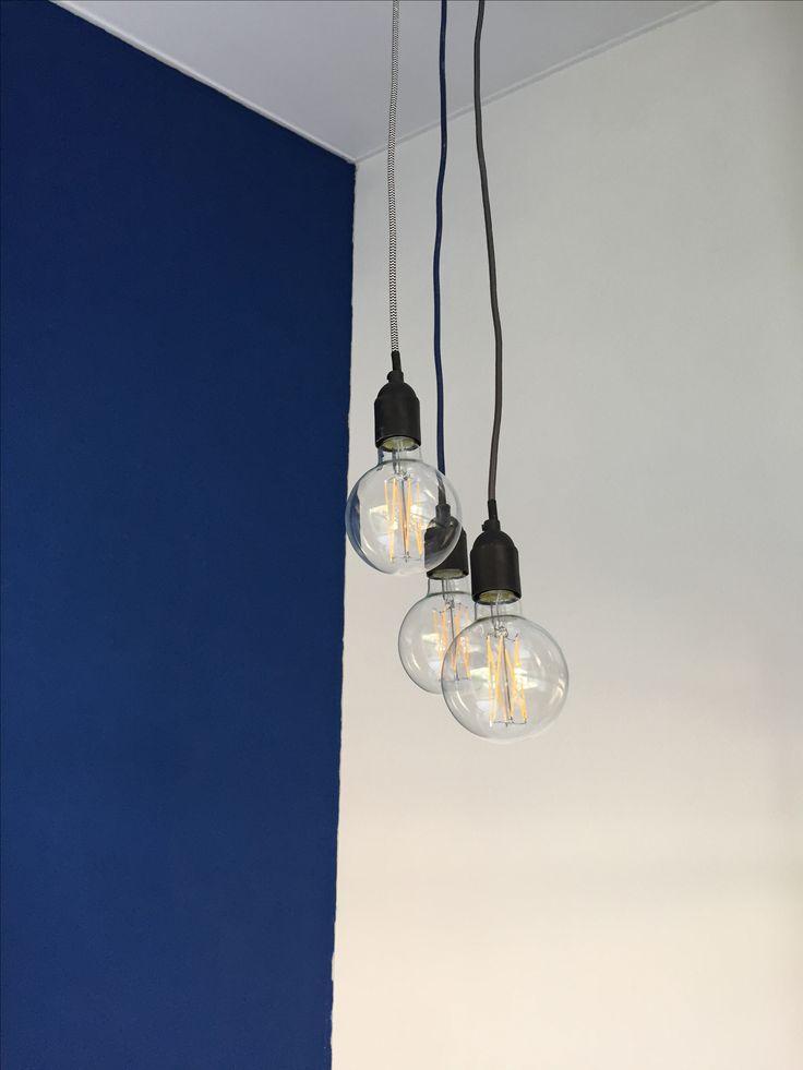 Woonkamer • Blauwe muur • Lampen Snoerboer