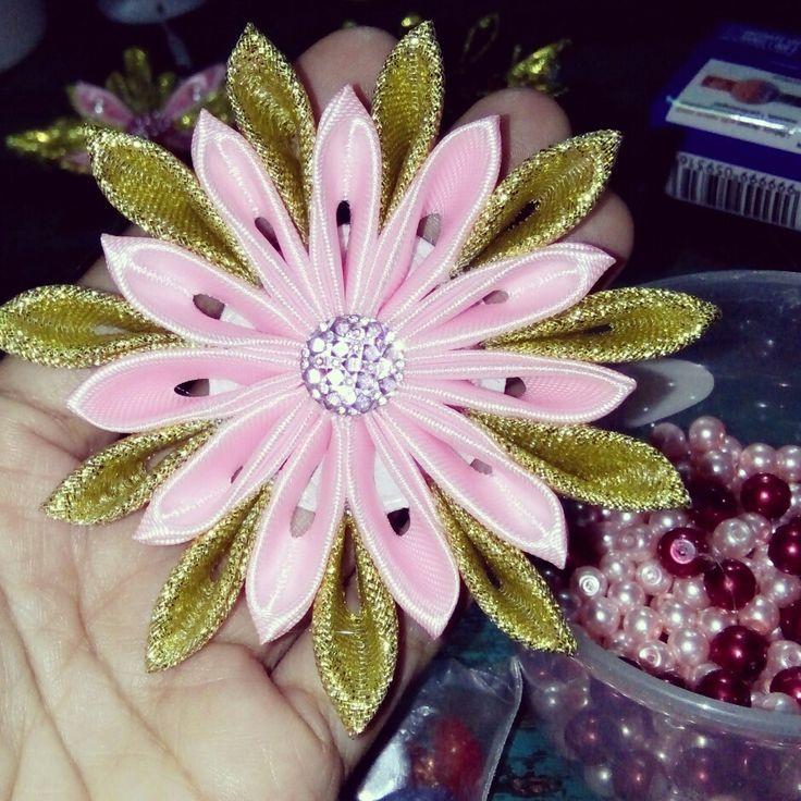 Ribbon flower brooch 😊
