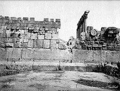 Baalbek, triliton v masivní západní opěrné zdi.