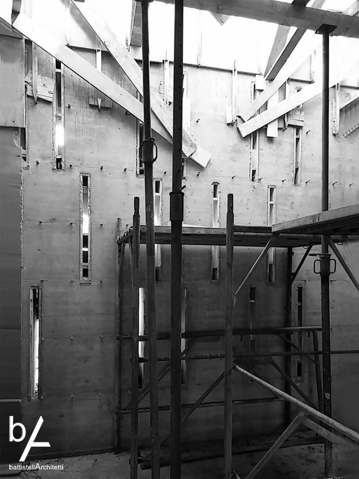 #interiordesign #battistellarchitetti #venice #architecture #showroom #showroomdesign #interior #lights #bricks #corten #stairs #wood #art #interior #house #villa #houseinvenice #concreet #inprogress