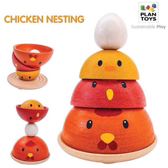 Tavuk Yuvalama (CHICKEN NESTING) Bu temel yuvalama oyuncağı tavuk teması ile birlikte geliyor. Bir adet daire tabanıyla birlikte 4 parça içerir. Çocukların çeşitli stillerde oynayabileceği bu oyunla, tavukların yaşam döngüsü hakkında bilgi edinebilecek.