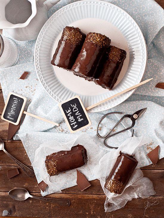 Receta de tigretón, rollitos de bizcocho, nata y mermelada de albaricoque. ¡No os perdáis la fantástica receta y su paso a paso!
