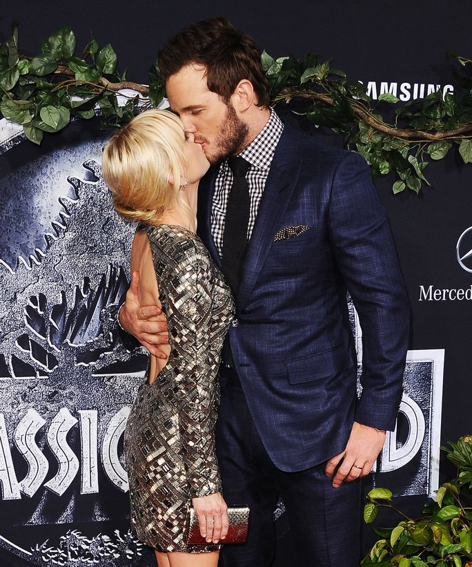 Chris Pratt and Anna Faris heat up the red carpet at the premiere of Jurassic World.